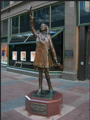 The statue of Mary Tyler Moore in downtown Minneapolis, MN, on the pedestrian mall where the opening credits of The Mary Tyler Moore Show were filmed. (credit: auvet/Flickr)